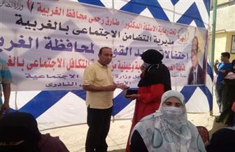 توزيع مساعدات عينية ومادية لـ 200 أسرة في منشأة نظيف بالغربية   صور