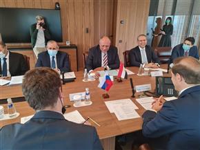 سامح شكري يلتقي وزير الصناعة والتجارة الروسي ويناقشان العلاقات الثنائية