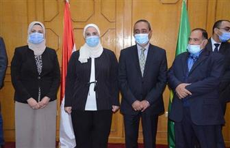 وزيرة التضامن الاجتماعي ومحافظ الإسماعيلية يشهدان توقيع عقد الإسناد مع مؤسسة حكيم الخيرية |صور