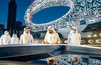 محمد بن راشد يشهد وضع القطعة الأخيرة لواجهة متحف المستقبل | صور