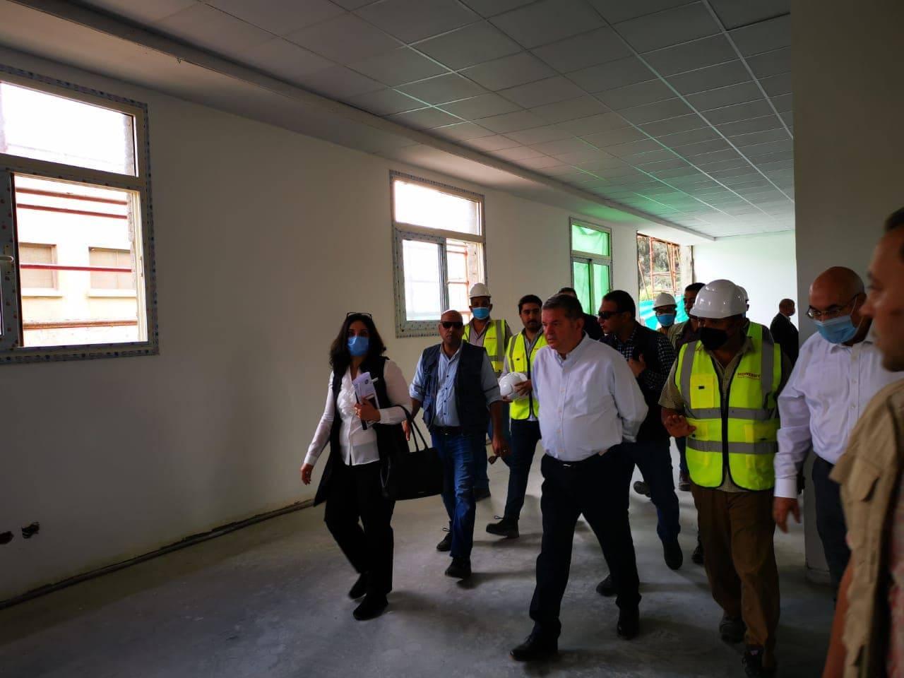 وزير قطاع الأعمال العام  خلال تفقده مصنع غزل بالمحلة الكبرى