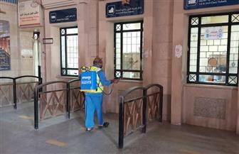السكك الحديدية تواصل أعمال تطهير وتعقيم المحطات والقطارات للحد من انتشار فيروس كورونا   صور