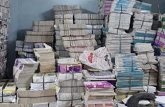 ضبط  آلاف نسخة كتب خارجية تعليمية بدون ترخيص داخل مخزن بالأزبكية