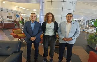 مساعد وزير الرياضة يستقبل ميار شريف بمطار القاهرة