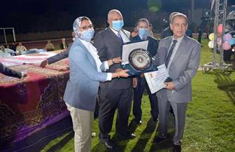 محافظ الوادي الجديد يكرم أساتذة الجامعات الحائزين على جوائز قومية والمتميزين رياضيا بمناسبة العيد القومي| صور