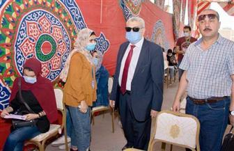 نائب رئيس جامعة طنطا يتابع توقيع الكشف الطبي على الطلاب الجدد | صور
