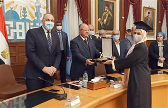 محافظ القاهرة يكرم 13 طالبا وطالبة أوائل الثانوية العامة بالمحافظة