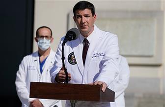 طبيب ترامب: الرئيس الأمريكي ربما لم يتجاوز مرحلة الخطر لكن يمكنه الخروج من المستشفى