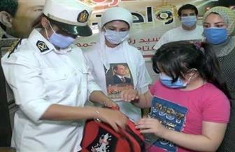 «الداخلية» تهدى حقائب مدرسية لطلبة المدارس بالمناطق الأكثر احتياجا