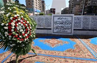 محافظ الدقهلية يضع إكليل الزهور على النصب التذكاري للشهداء بالمنصورة