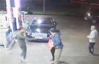 محمد صلاح ينقذ «مشردا» من عصابة إجرامية ويمنحه 100 جنيه إسترليني | صور