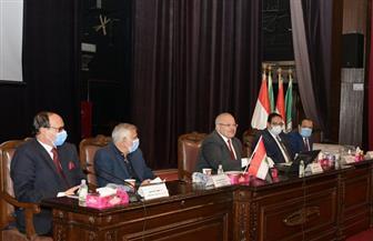بدء الإطلاق التجريبي لمنصة الاختبارات الإلكترونية لجامعة القاهرة| صور