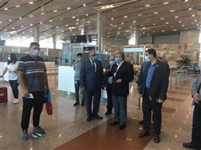 نائب وزير الطيران يتفقد إجراءات تسيير حركة الركاب بمطار القاهرة الدولي | صور