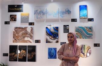 طبيبة مصرية تتحول لفنانة تشكيلية بمعرض فنون العالم بدبي| صور