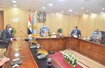 محافظ أسيوط يعقد اجتماعا موسعا مع مسئولي الصحة وأعضاء الجهاز التنفيذي | صور