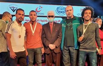 تكريم طلاب سوهاج الحاصلين على مراكز متقدمة بالدورة الإلكترونية الأولى للجامعات | صور
