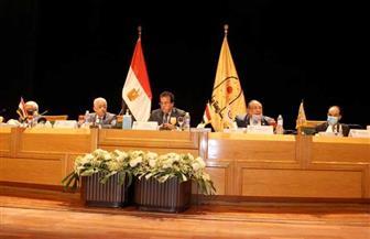 وزير التعليم العالي يرأس اجتماع مجلس شئون التعليم والطلاب بجامعة حلوان   صور