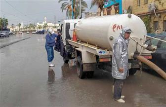 الأجهزة التنفيذية بالإسكندرية تواصل رفع آثار الأمطار المتراكمة من شوارع المدينة | صور