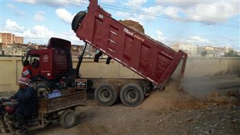 مدينة مرسى مطروح: سواتر خرسانية بمداخل المقابر لعدم وصول مياه الشرب والسيول إليها | صور
