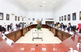 وزير الآثار يلتقي عددا من العاملين والحاصلين على ماجستير إدارة الأعمال الحكومي