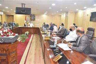 محافظ أسيوط يعقد اجتماعا لمناقشة جهود منظومة التقنين وتسعير الأراضي