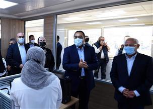 """""""إحنا معاك"""" .. """"مدبولى"""" يزور مركز خدمة المواطنين ببورسعيد   صور"""