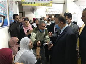 جولة مفاجئة لمحافظ الإسكندرية داخل مكتب تأمينات الدخيلة | صور