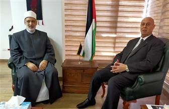 وكيل الأزهر يقدم العزاء للسفير الفلسطيني في وفاة عريقات