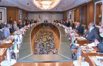 وزير  الطيران يلتقى رؤساء النقابات العامة التابعة للوزارة