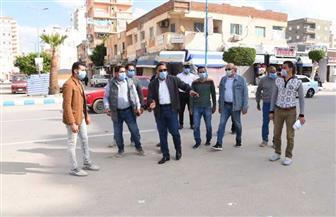 محافظ مطروح يتفقد شارع الإسكندرية.. ويشدد على عدم إشغال الأرصفة وارتداء الكمامة