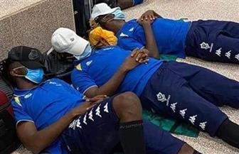 الكاف يستنكر احتجاز منتخب الجابون في مطار جامبيا