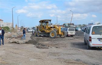 محافظ الإسكندرية يتابع تمهيد طريق أم زغيو.. ويتفقد حضانة المركبات | صور