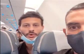 من داخل طائرة المنتخب.. فرحة «الشناوي وكوكا وفتحي» في رحلة العودة إلى القاهرة | صور