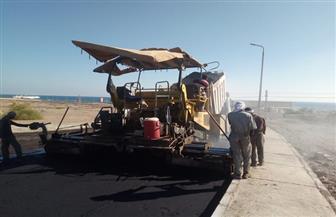 استكمال أعمال رصف وتطوير ورفع كفاءة الشوارع والميادين بأحياء مدينة سفاجا | صور
