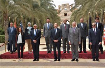 وزير الطيران المدني يزور الجامعة الأمريكية بالقاهرة الجديدة | صور
