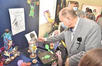 محافظ أسيوط يفتتح معرض الفنون والمشغولات اليدوية للطلاب بمدرسة السلام الحديثة | صور