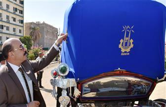 محافظ أسوان يكافئ صاحب حنطور|صور
