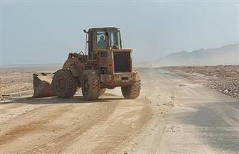 إعادة فتح بعض الطرق بعد الانتهاء من إزالة آثار السيول | صور
