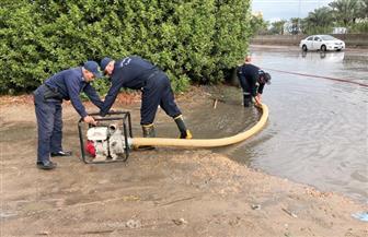 """""""الحماية المدنية"""" تشارك في سحب تراكمات المياه على الطريق الساحلي بالبحيرة   صور"""