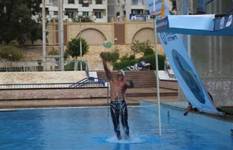 سباح مصري ينجح في تحطيم رقم قياسي جديد لأعلى قفزة خارج الماء