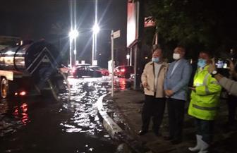 محافظ القاهرة ونائبه يتفقدان شوارع المنطقة الشرقية ويشرفان على شفط مياه الأمطار|صور