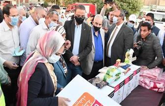 «تحيا مصر» ينظم قافلة لتوزيع المواد الغذائية والبطاطين بالفيوم | صور