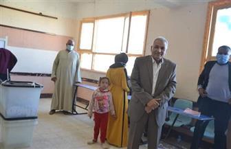 رئيس مدينة إسنا جنوب الأقصر يتفقد لجان التصويت بجولة الإعادة | صور