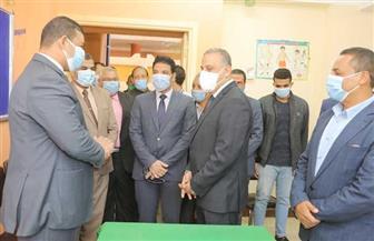 محافظ سوهاج يتابع سير عملية التصويت في انتخابات الإعادة لمجلس النواب   صور