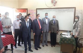 رئيس محكمة أسيوط يتفقد عددا من لجان الانتخابات | صور