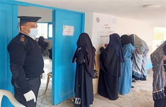 إقبال متزايد للمرأة البدوية والسيوية على اللجان الانتخابية بجولة الإعادة بمطروح   صور