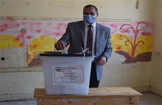 رئيس جامعة سوهاج يدلي بصوته بانتخابات الإعادة لمجلس النواب   صور