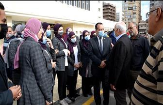 استقبال حافل من العاملين بالديوان العام لمحافظ بورسعيد بعد حصوله علي جائزة التميز | صور
