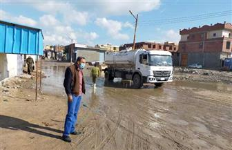 محافظ كفر الشيخ يشرف على رفع مياه الأمطار بالشوارع ويتابع صيانة شبكات الصرف | صور