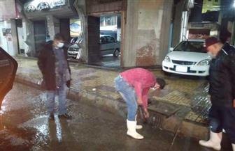 محافظة دمياط تتابع عمليات كسح مياه الأمطار لمجابهة سوء الأحوال الجوية | صور